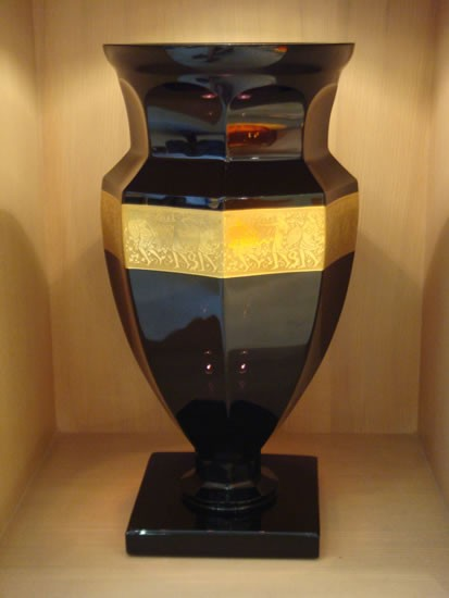 Cleopatra - hand cut and gilded vase